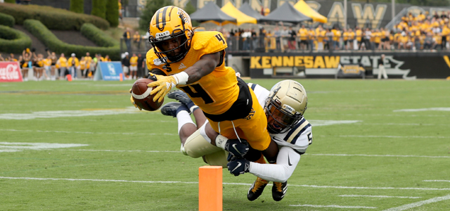 Kennesaw State Football player scoring